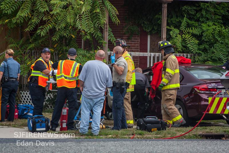 08-20-2015, MVC with Entrapment, Millville, N  3rd St  and E Vine St  (C) Edan Davis, www sjfirenews (4)