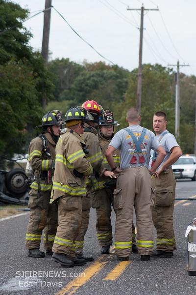 09-27-2015, MVC with Fire, Deerfield Twp  634 Vineland Ave  (C) Edan Davis, www sjfirenews (6)