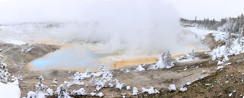 Fumaroles everywhere in Porcelain Basin