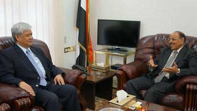 2013-12-11 Yemen Sanaa Visit DFA Undersecretary Jesus Yabes