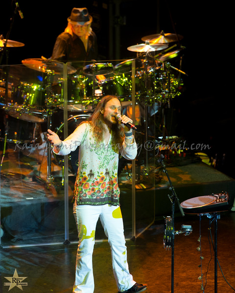 Jon Davison and Alan White