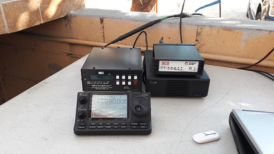 Icom 7100, MFJ auto tuner, SCS Dragon modem