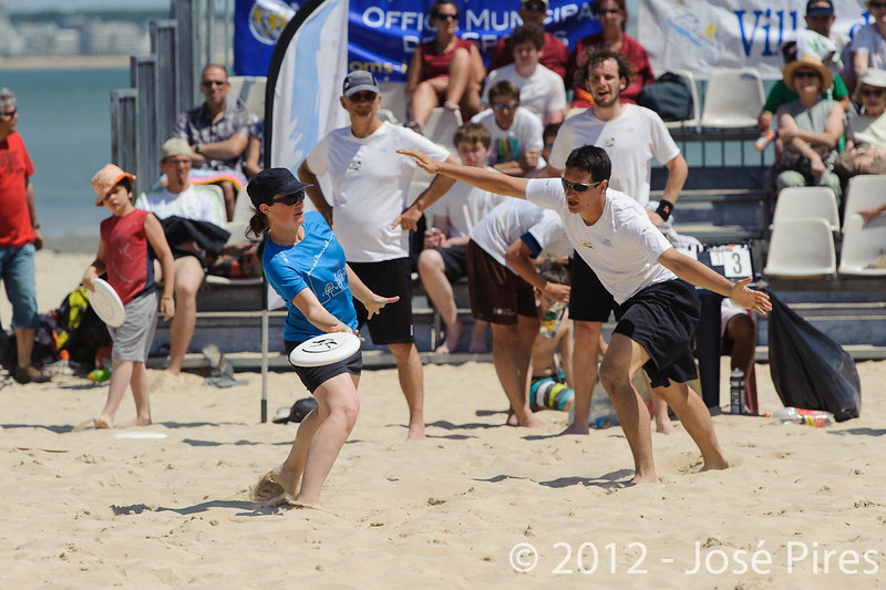 Yes But Nau 2012.<br /> Finale Open. Magic Disc vs Love & Married.<br /> Plage du Nau.  Le Pouliguen<br /> PhotoID : 2012-05-28-0129