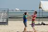 Rencontre d'ultimate UNSS/Frisbeurs Nantais. Dans le cadre du tournoi 'Yes But Nau'.<br /> Plage du Nau.  Le Pouliguen<br /> PhotoID : 2012-05-23-0026