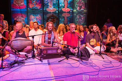 Krishna Das leads the closing ceremony at Bhakti Fest
