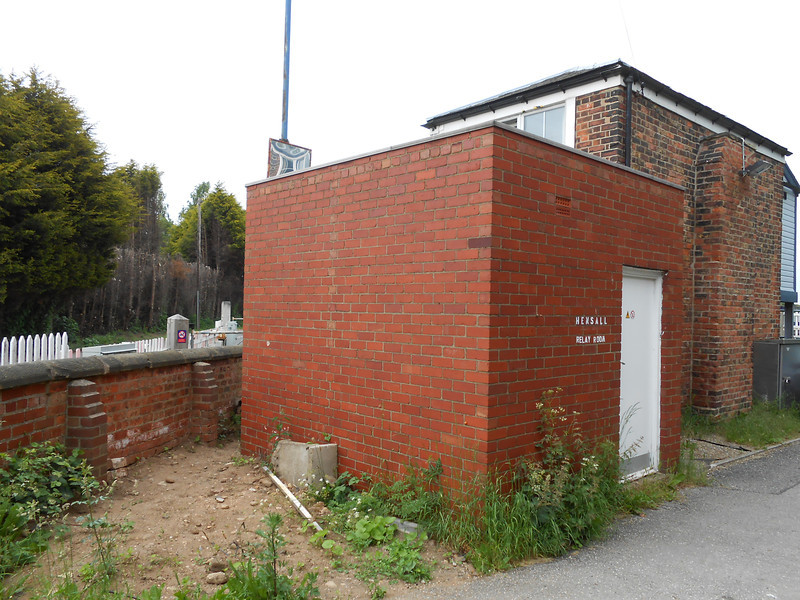 pic by Liz <br /> <br /> Hensall Box relay room & the back of Hensall box