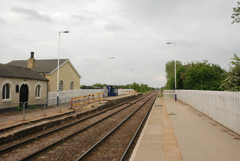 pic showing the out buildings of the house looking towards Goole <br /> <br /> with the Leeds Platform on the left the train pulls right up to where <br /> <br /> the waiting shelter is to drop people off