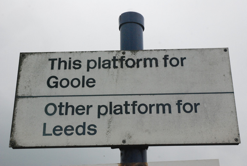 Sign telling you which platform which at Whitley Bridge