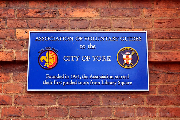 Association Of Voluntary Guides Blue Plaque