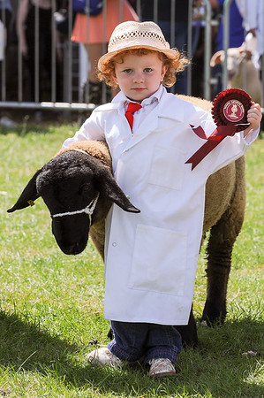 GYS 14_158_sheep young handlers