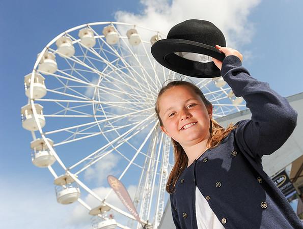 GYS 14_058_Child, bowler hat & big wheel