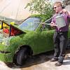 GYS 14_207a_grass car