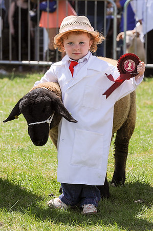 GYS 14_184_sheep young handlers