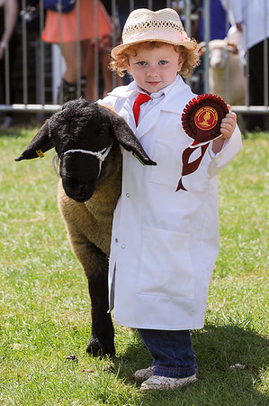 GYS 14_161_sheep young handlers