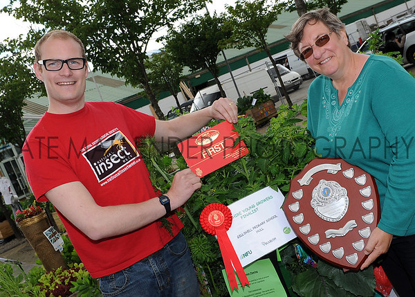 GYS 2012 Garden Show veg box winner Gillshill Primary School, Hull presented by Luke Tilley from Stockbridge Technology Centre & Christine Walkden.