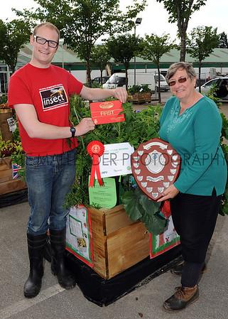 GYS 2012 Garden Show veg box winner Gillshill Primary School, HUll presented by Luke Tilley from Stockbridge Technology Centre and Christine Walkden.