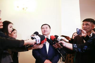 2019 оны гуравдугаар сарын 15.   Монгол Улсын Ерөнхийлөгчийн зөвлөх Н.Алтанхуяг ажлаа хүлээлгэн өглөө. Үүнтэй холбогдуулан сэтгүүлчдийн асуултад хариулав.  ГЭРЭЛ ЗУРГИЙГ Б.БЯМБА-ОЧИР/MPA