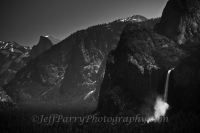 Tunnel View zoom black and white