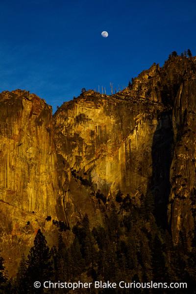 Moon Rise Yosemite Valle