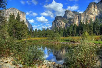 Valley View in Yosemite Valley. El Capitan on the left and Bridal Veil Falls on the right.