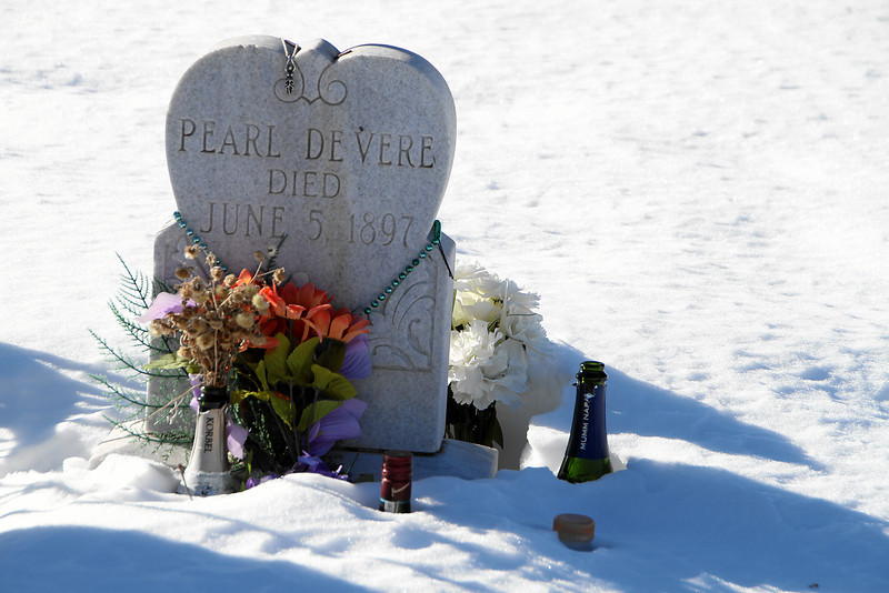 IMG_3889 The headstone of Pearl DeVere, Cripple Creek's most famous madam.  100 years later it seems admirers are still leaving flowers, alcohol and jewelry at her grave...