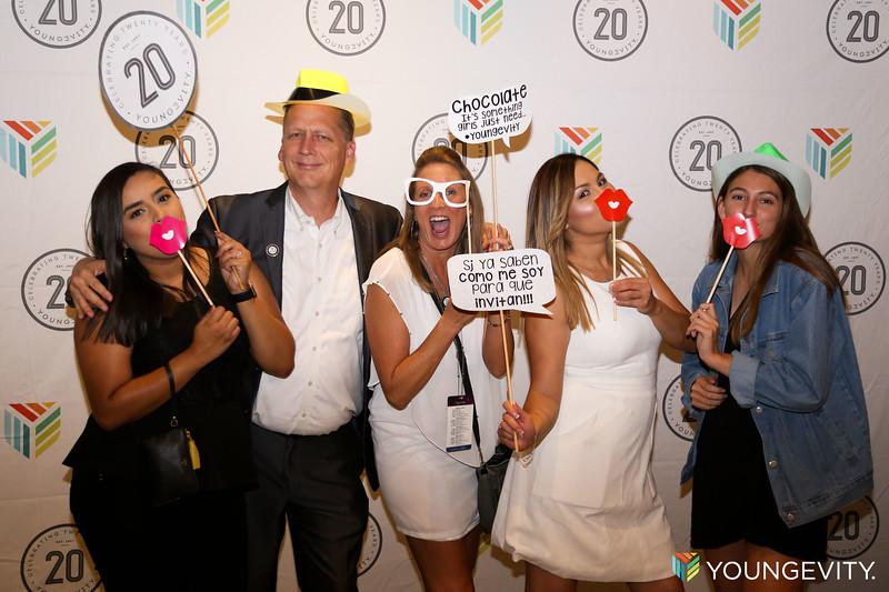 08-19-2017 Glow Party ZG0087