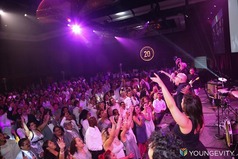 08-19-2017 Glow Party ZG0177