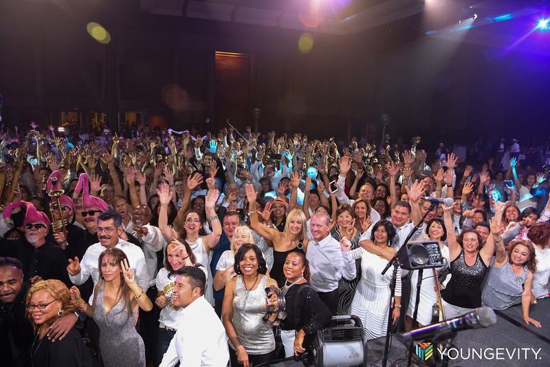 08-19-2017 Glow Party ZG0155
