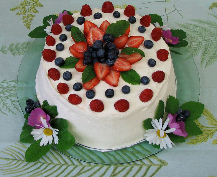 Cake made with fresh berries