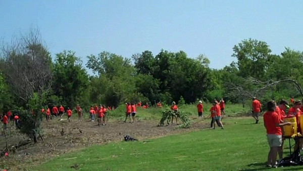 <b>Cleanup at the Joe W. Brown Memorial Park by Zack Stoudemayer</b></br> - One of the more than 200 service projects for students at the 2009 ELCA Youth Gathering.</br>