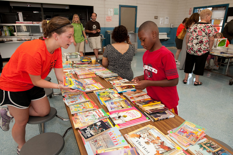 "Service Project - Book Fair at Kate Middleton Elementary.  copyright © 2009, Erik Mathre, <a href=""http://www.eventpixels.com"" target=_blank>EventPixels.com</a>, <a href=""mailto:erik@eventpixels.com"" target=_blank>erik@eventpixels.com</a>"