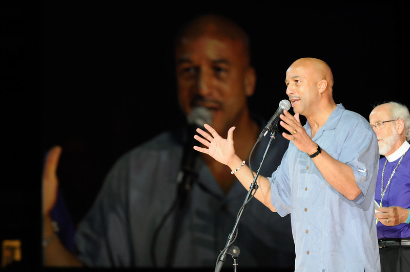 Ray Nagin, Jr., mayor of New Orleans, greets the 2009 ELCA Youth Gathering