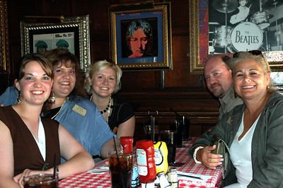 Redshirt Christa (KS) takes time out for dinner with her peeps from the Kansas/Hawaii delegation.