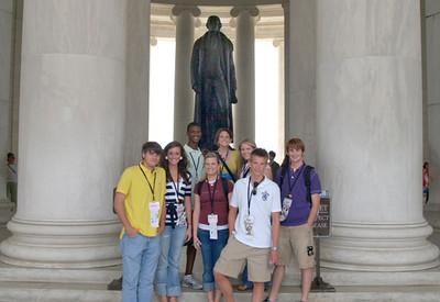 Students visit the Jefferson Memorial.