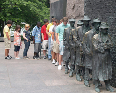 Students in line at the FDR Memorial.