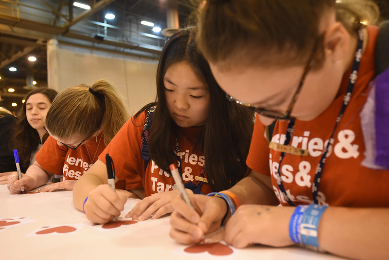 WELCA @ 2018 ELCA Youth Gathering | Murielle Courtois and Emily Beauregard, St. Peters Lutheran, Lancaster, Pa., write messages of kindness for recipients of the hygiene bags.