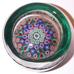 """DCP04854VP Pindish... Vasart VP pindish with 6 spokes in a 1-2-3 design cartwheel set on a dark green ground, 3.675"""" x 1.875"""" and 21.0 ozs. Flattish fire-polished base with a slightly concave and polished pontil mark area. No label. circa 1956/59 to 1964. acquired 06-22-09."""