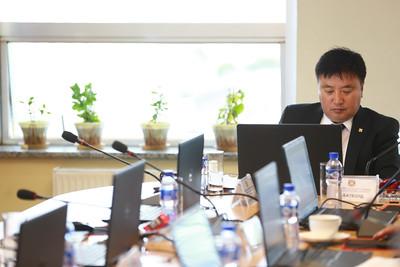 2018 оны наймдугаар сарын 16. Нийслэлийн Засаг даргын зөвлөлийн хурал эхэллээ. Нийслэлийн Засаг даргын захирамжаар өнгөрсөн зургадугаар сарын 05-наас өвөлжилтийн бэлтгэхийг  хангах ажлын хэсэг гарч ажиллажээ.     Нийслэлийн хэмжээнд өвөлжилтийн бэлтгэл хангах хүрээнд 1104 ажил төлөвлөснөөс 65 хувьтай байгаа аж.  ГЭРЭЛ ЗУРГИЙГ Б.БЯМБА-ОЧИР/MPA