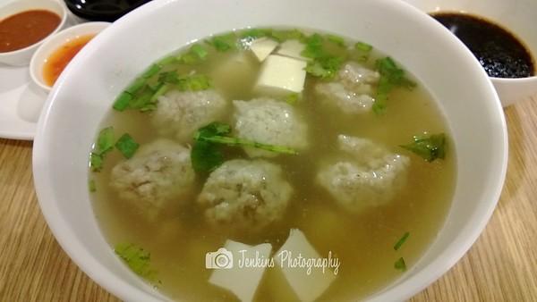 Fishmeat ball soup -- Xu Jun Sheng (Long Ji) 许俊盛 (隆记)@121 Joo Chiat Road