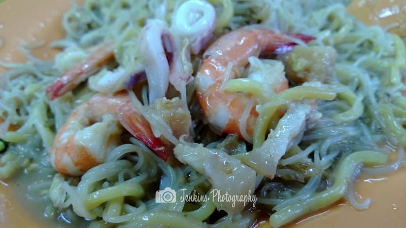 Served with fresh ingredients like prawns, pork belly, squid -- Yi Ji Fried Hokkien Prawn Mee 義記福建炒蝦面@Simon Road