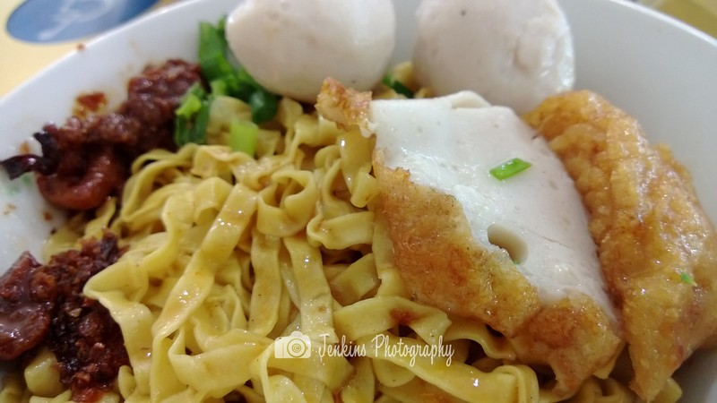 Traditional Teochew style, noodle with just fishball and fishcake. -- 如记小厨 Ru Ji Kitchen@51 Old Airport Rd Food Centre