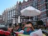 """Orange county""<br /> כל המלון מעוצב כמו רחוב באמסטרדם<br /> הבריכות מעוצבות כמו התעלות<br /> המסעדות מעוצבות כמו קופי-שופ<br /> והחדר העליון בבניין האמצעי בתמונה מעוצב כמו עליית הגג של אנה פרנק"