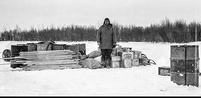 Hiver 1937 JB Gaudreau et son matériel pour campement