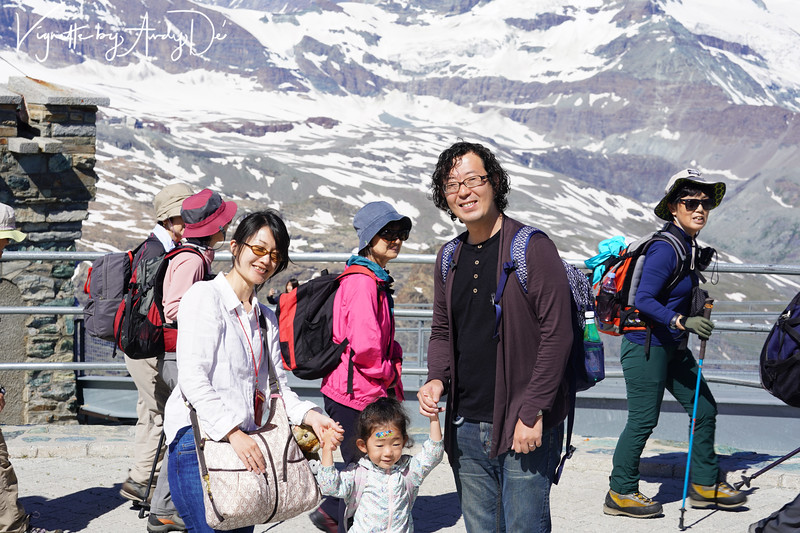 We connected with this very friendly Japanese couple and their adorable child - a doll who gladly posed for this photo, and offered me an opportunity to practice my rudimentary Japanese with them - that they were kind enough to indulge!