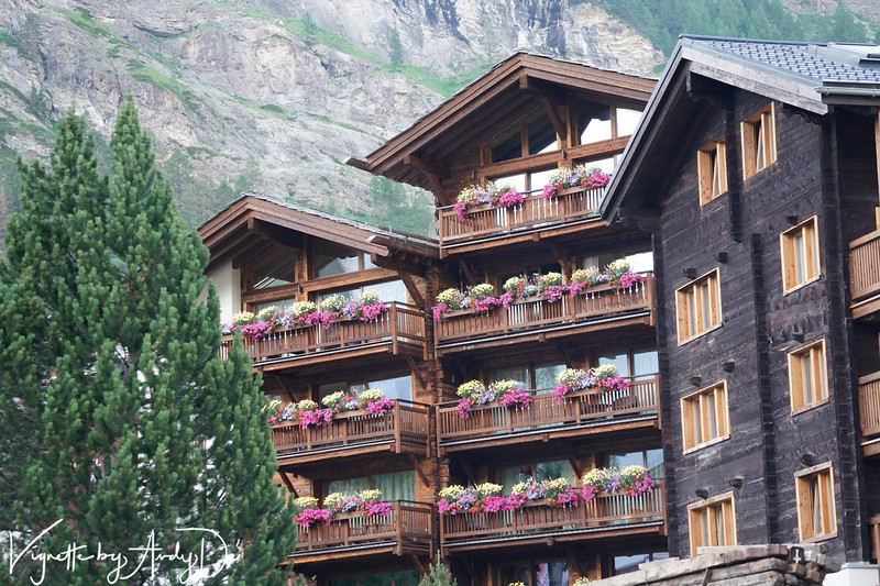 Another beautifully orchestrated hotel facade that contributes to the unspeakable beauty of this quintessentially Swiss Town at the foot of the Matterhorn!