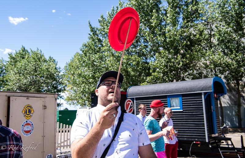 På cirkuspladsen kan alle øve sig og finde ud af, at øvelse gør mester - Her fotografen Anton Unger, der tager opgaven helt seriøs