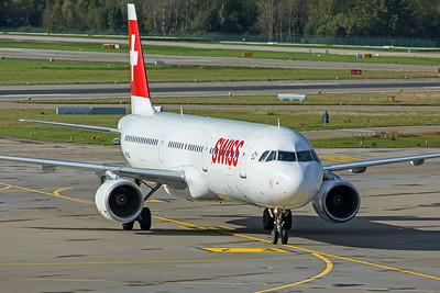 Swiss Airbus A321-111 HB-IOL 10-10-19