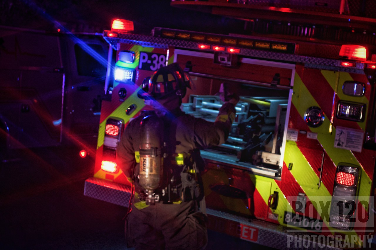 Engine 39 laid out on a small fire in a one story wood frame in the 100 Blk of Starlight Terrace on the cities NE side Sunday night. 39's checked out with smoke showing on the Charlie side and pulled a preconnect. Engine 38 secured a supply line while 24's and 38's truck assisted in completing interior ops. Crews made quick work of the small fire and held it to the hot water heater. Companies on the ticket were EN24, EN38, EN39, PL38, M24, MAC41, MOF3, FSO and BC07.