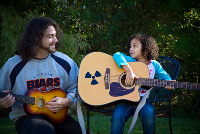 IMG_1050dad and Eva play guitars
