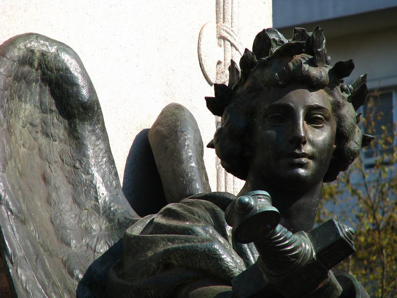 Recoleta statue 2